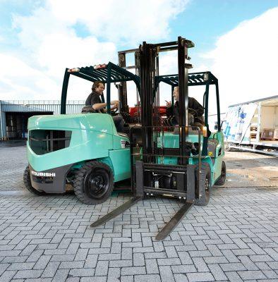 Cho thuê Xe nâng hàng mitsubishi 2, 5 tấn